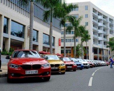 Dàn xe sang BMW đa màu sắc tụ họp ở Sài Gòn