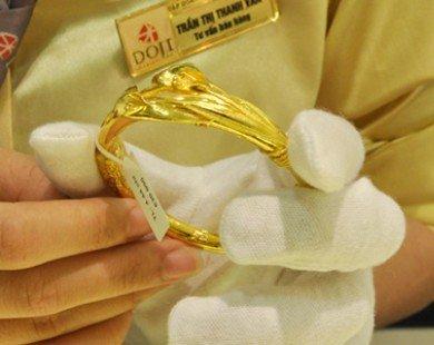 Giá vàng trong nước dè dặt tăng theo thế giới