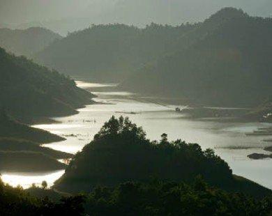'Hạ Long trên cạn' ở Thung Nai