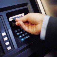 Ngân hàng đang hưởng lãi 'khủng' từ dịch vụ thẻ ATM