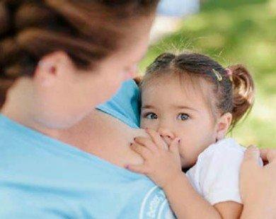 Chật vật cai sữa cho con