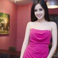 Mỹ nhân Việt bí ẩn quyến rũ với sắc hồng