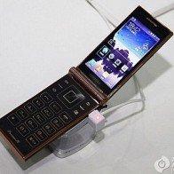 Samsung W2014: Sự trở lại của điện thoại nắp gập