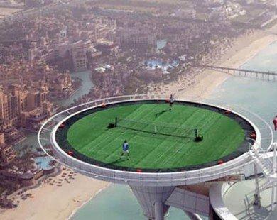 Choáng ngợp sân tennis trên nóc khách sạn cao nhất thế giới