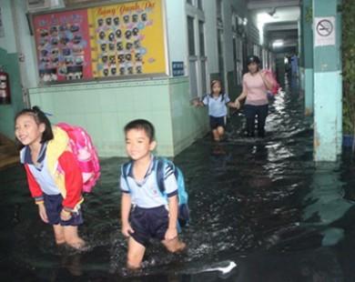 Bão số 13 đổ bộ, học sinh miền Nam nghỉ học tránh bão