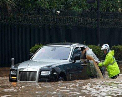 Đi xe dưới trời mưa bão : Những điều cần chú ý