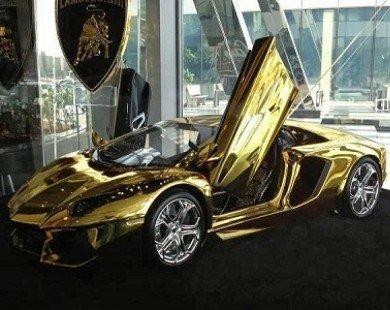 Lamborghini Aventador mạ vàng náo loạn màn đêm
