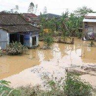 Hỗ trợ người dân Quảng Ngãi bị thiệt hại do lũ xây lại nhà