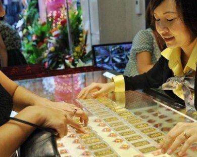 Từ nay, mua bán vàng phải trình chứng minh thư