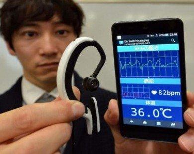 Nhật phát minh máy tính đeo tai, điều khiển bằng chớp mắt