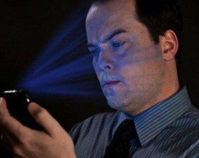 Lạm dụng smartphone có thể gây mù lòa