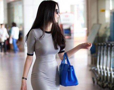 Ngọc Trinh diện đầm bó sát gây chú ý ở sân bay