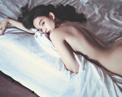 Ngọc Trinh táo bạo với ảnh nude ở Nha Trang