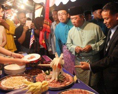 Phó Thủ tướng Malaysia ấn tượng với ẩm thực Việt Nam