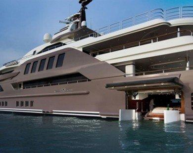 Bên trong siêu du thuyền có garage đầu tiên trên thế giới
