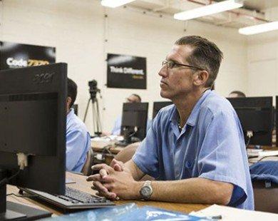 Sillicon Valley đào tạo tù nhân thành lập trình viên
