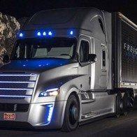 Hãng Daimler giới thiệu xe tải tự lái đầu tiên trên thế giới