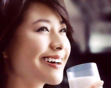 Uống sữa nhiều dễ bị loãng xương?