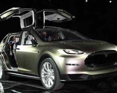 """Tesla sắp giao hàng """"siêu xe"""" điện Model X sau 1 năm trì hoãn"""