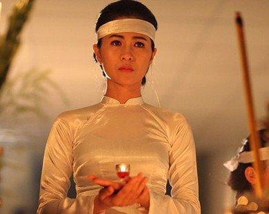 Thùy Trang ngã quỵ trong đám tang của thầy