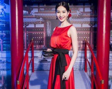Ngắm Hoa hậu Đặng Thu Thảo đẹp lộng lẫy với đầm đỏ