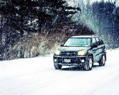 Lái xe trên đường tuyết sao cho an toàn?