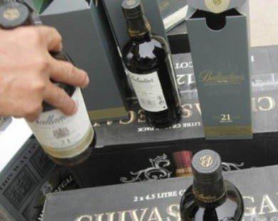 Rượu không dán tem được bán ngang nhiên trên thị trường