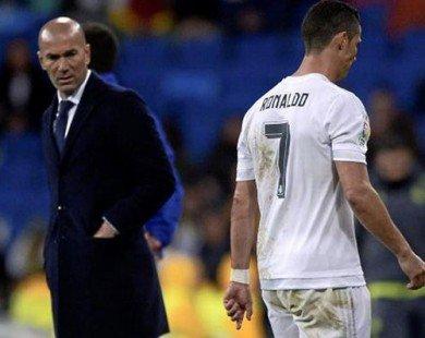 Cristiano Ronaldo phớt lờ Zidane khi rời sân vì chấn thương
