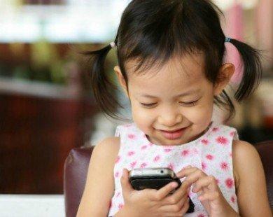 Bác sĩ cảnh báo tác hại khôn lường khi cho trẻ dùng điện thoại và ipad