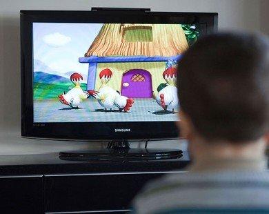 Hậu họa khôn lường khi cho trẻ xem TV nhiều