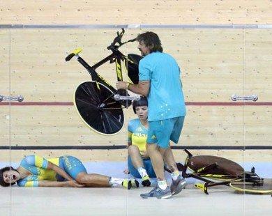 VĐV đua xe đạp Australia nhập viện vì tai nạn kinh hoàng