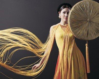 Người đẹp Nguyễn Thị Loan mặc áo tứ thân lộng lẫy với chim câu ở Mỹ