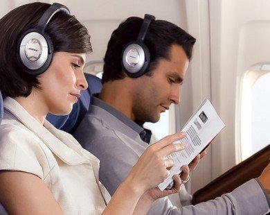 10 mẹo vặt giúp bạn thoải mái hơn trong chuyến bay dài