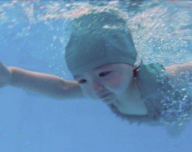 Diện đồ bơi, con gái Elly Trần hot...