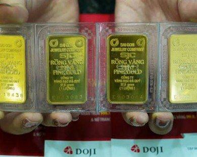 Vàng chênh 3 triệu: Nỗi lo làm giá, cẩn thận lỗ đau