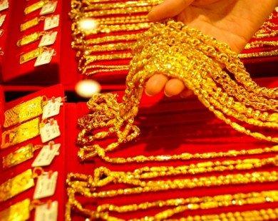 Giá vàng trong nước giảm mạnh cùng thế giới