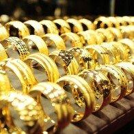Vàng trong nước đắt hơn thế giới 4,4 triệu đồng/lượng