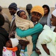 Zimbabwe khuyến khích phụ huynh mua bao cao su cho con