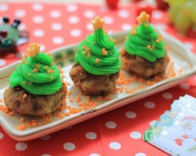 Cách làm cây thông Noel từ thịt viên và khoai tây