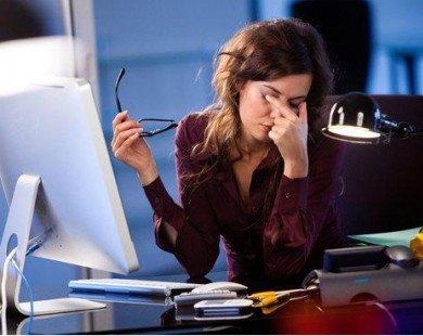 Dân văn phòng và những mối nguy hại đến sức khoẻ đôi mắt