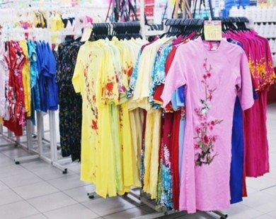 Siêu thị, shop online, chợ tạm lề đường cùng bán áo dài Tết