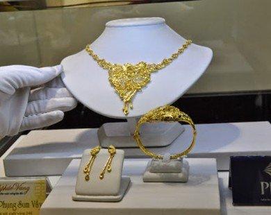 Bất chấp đà tăng mạnh của thế giới, giá vàng trong nước chỉ tăng nhỏ giọt