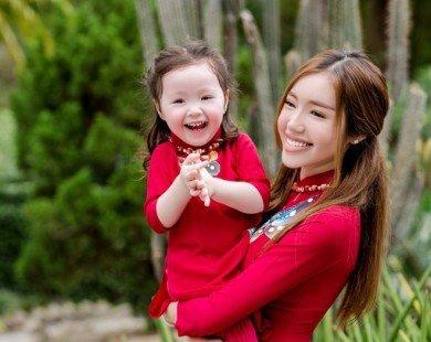 Elly Trần và con gái Cadie diện đồ đôi rực rỡ
