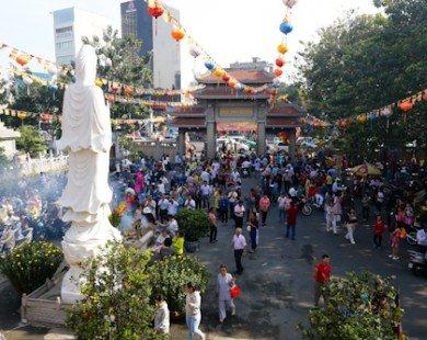 Những nơi nào đông đúc du khách nhất dịp Tết Đinh Dậu?