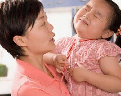 5 mẹo đơn giản nhưng hiệu quả để trẻ tự lập, không bám dính lấy mẹ