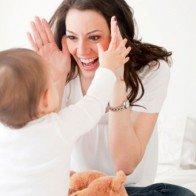"""""""Ngó"""" cách mẹ nước ngoài giúp con phát triển trí não"""