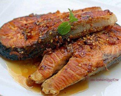 Cá hồi chiên sốt ớt