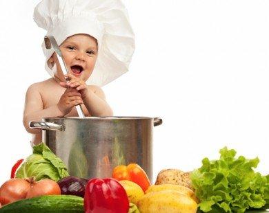 Có cần cho mắm, muối vào cháo, bột của trẻ dưới 1 tuổi?