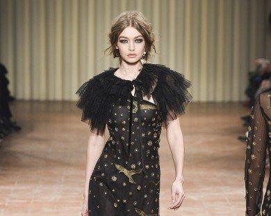 Chị em siêu mẫu 9X Gigi Hadid đổ bộ Milan Fashion Week