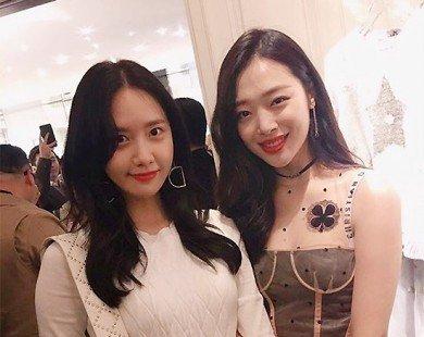 Yoona (SNSD) lép vế trước đàn em Sulli khi dự sự kiện